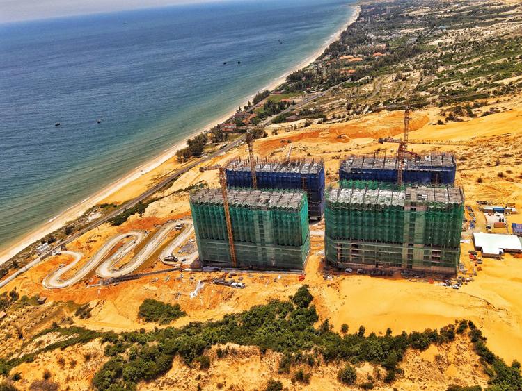 Hình ảnh công trường dự án Apec Mandala Wyndham Mũi Né đầu tháng 10 năm 2020.
