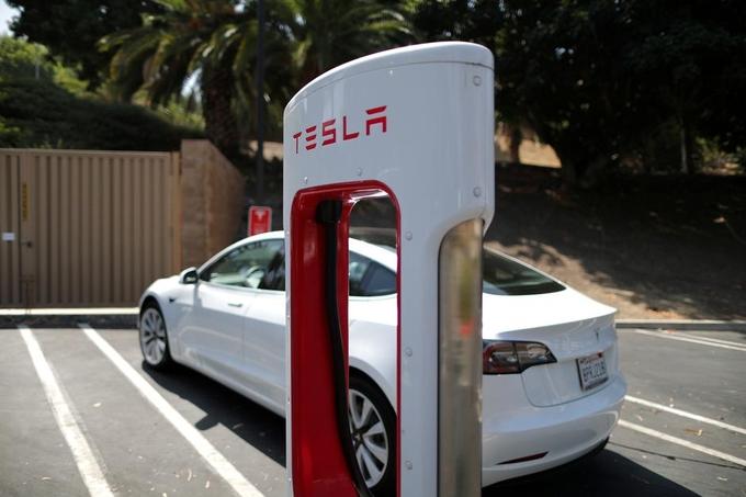 Một trạm sạc của Tesla tại California (Mỹ). Ảnh:Reuters