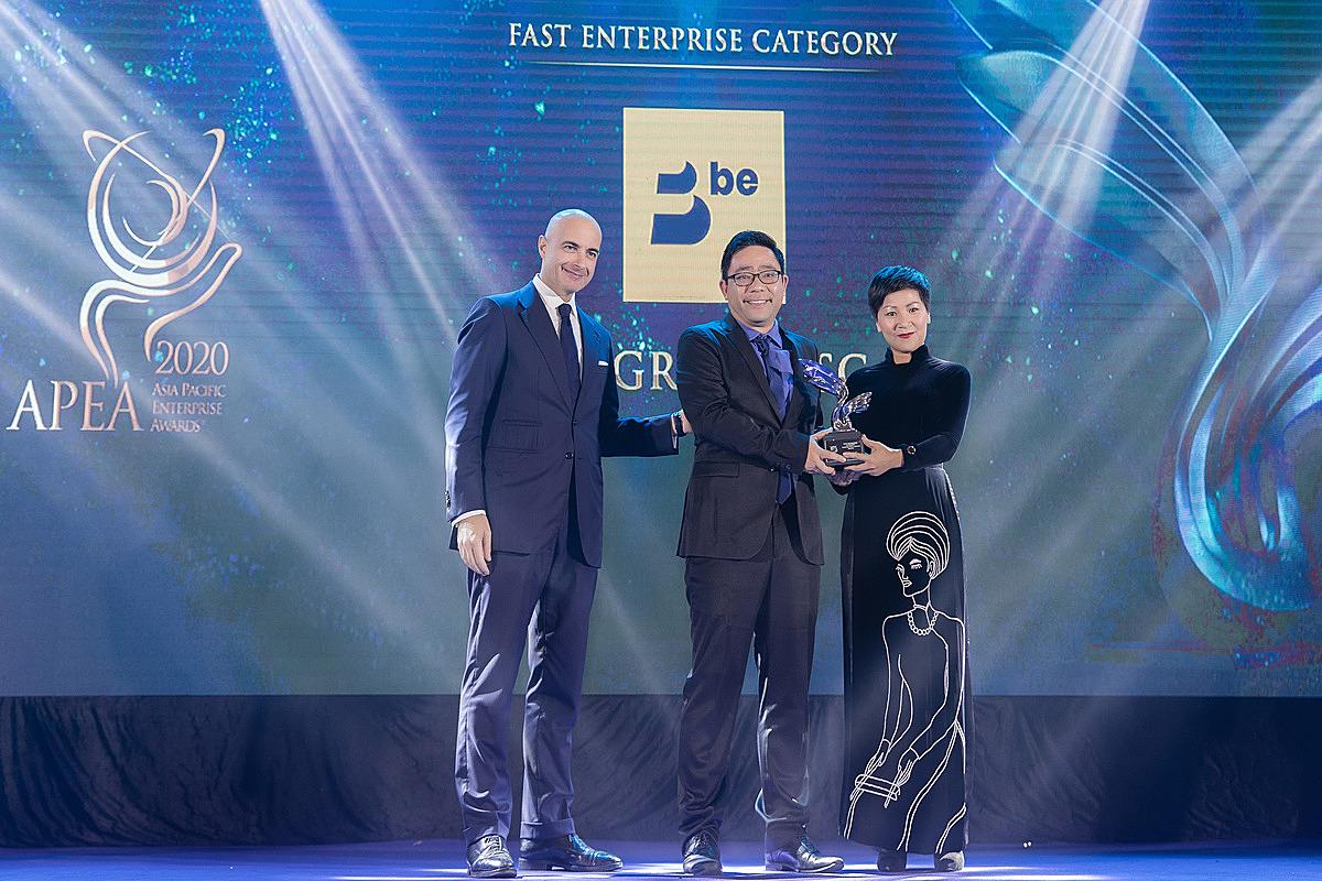 Đại diện Be Group nhận giải thưởng Kinh doanh xuất sắc châu Á. Ảnh: Be Group.