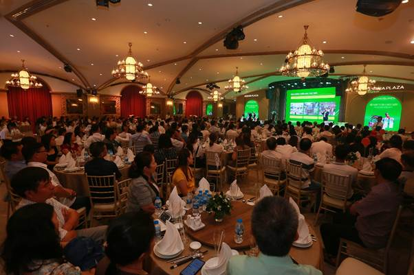 300 khách mời tham gia sự kiện của doanh nghiệp. Ảnh: E.S.