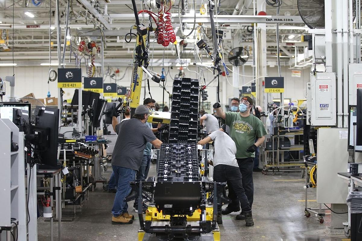 Bên trong một nhà máy sản xuất của BRP tại Quebec, Canada ngày 28/10. Ảnh: Bloomberg.