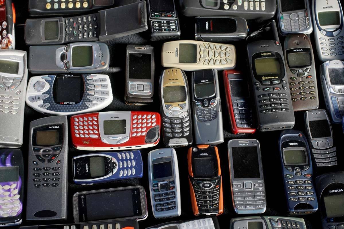 Các điện thoại 2G của Nokia. Ảnh: Reuters