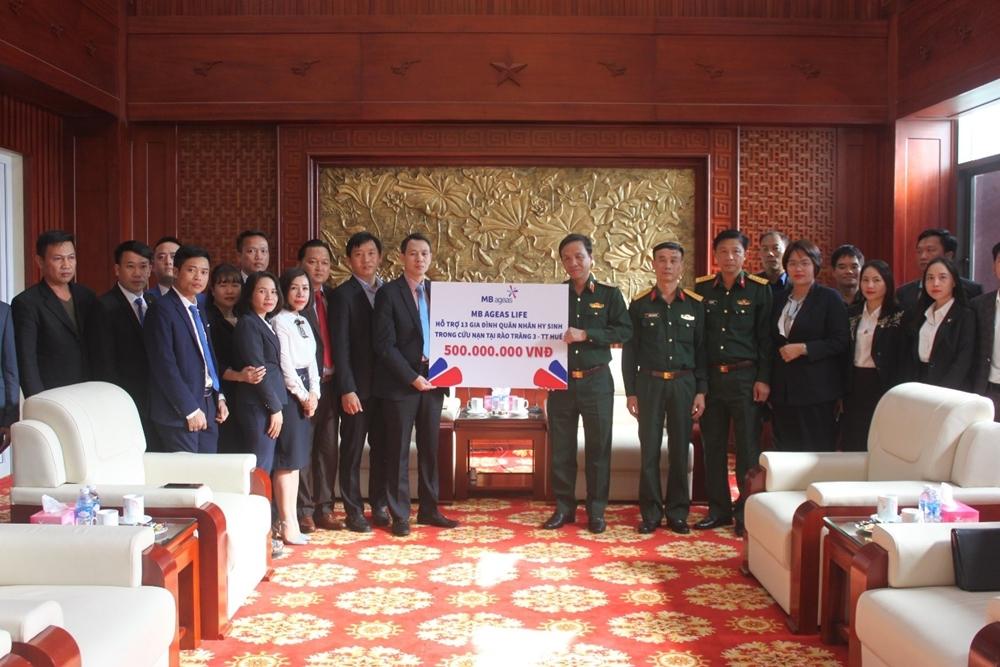 MB Ageas Life ủng hộ 500 triệu đồng đến gia đình các quân nhân hy sinh trong cứu nan tại Rào Trăng 3.