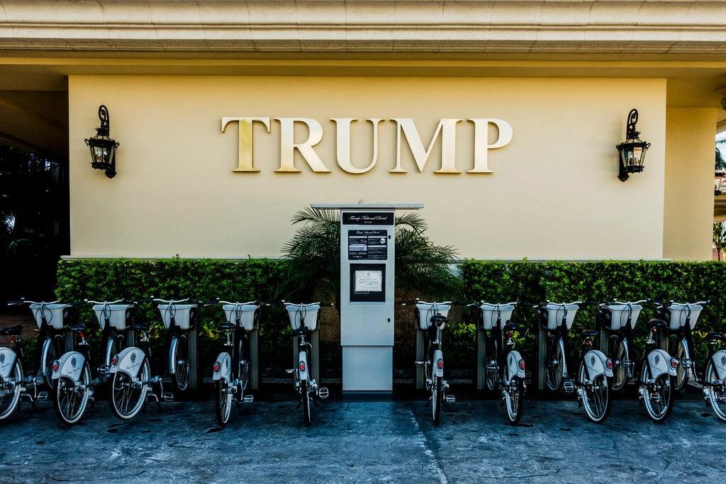 Thương hiệu Trump tại Khu nghỉ dưỡng chơi golf Doral gần Miami. Ảnh: NYT.