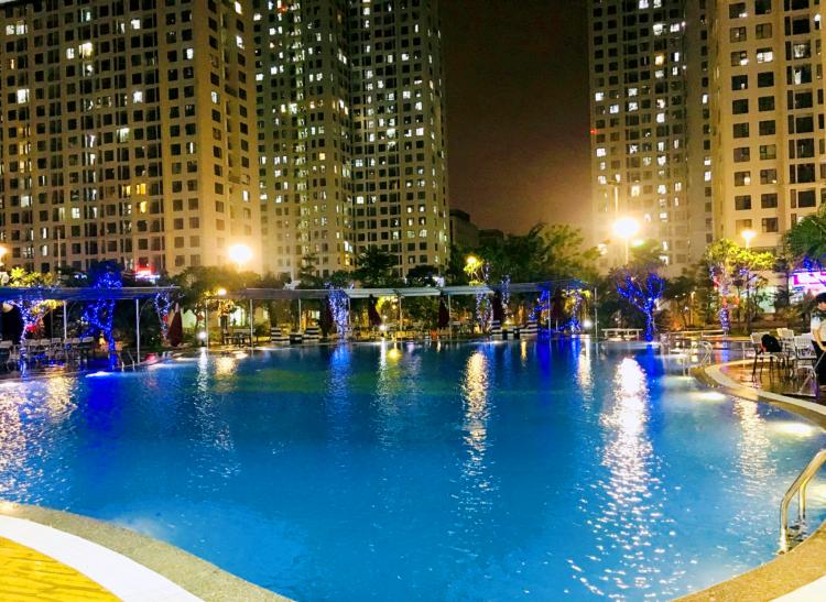 Bể bơi tại An Bình City.