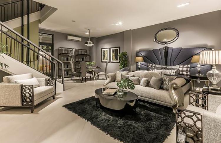Không gian bên trong CDC Luxury Furniture Outlet.