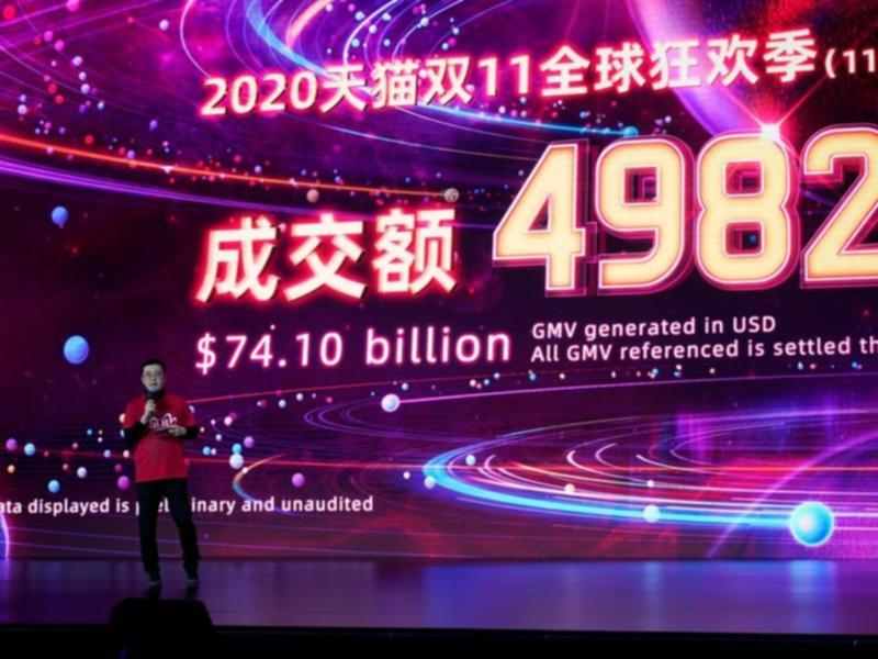 Màn hình thể hiện giá trị số hàng hóa giao dịch trên các nền tảng của Alibaba trong Lễ Độc thân. Ảnh: Reuters