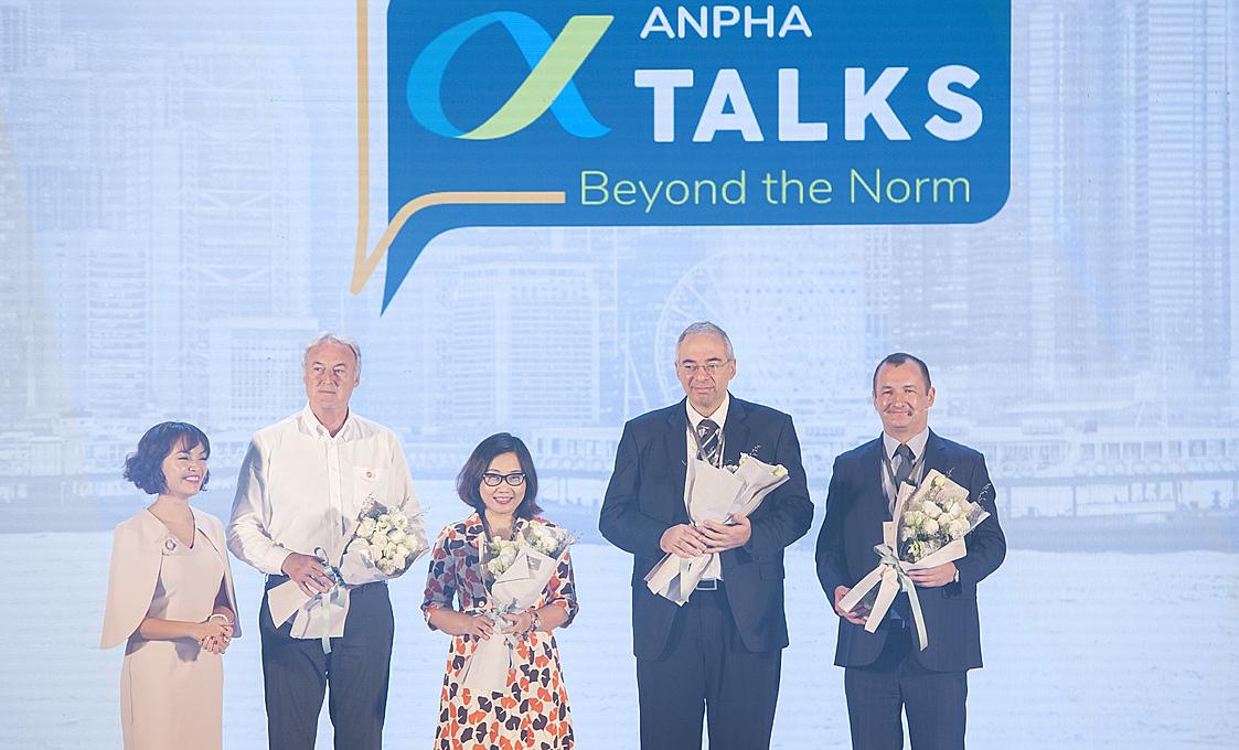 Bà Trịnh Mai Phương - Phó chủ tịch phụ trách nhân sự Unilever Việt Nam (đứng giữa) là diễn giả của Anpha Talks trong nhiều năm. Ảnh: Unilever Việt Nam.