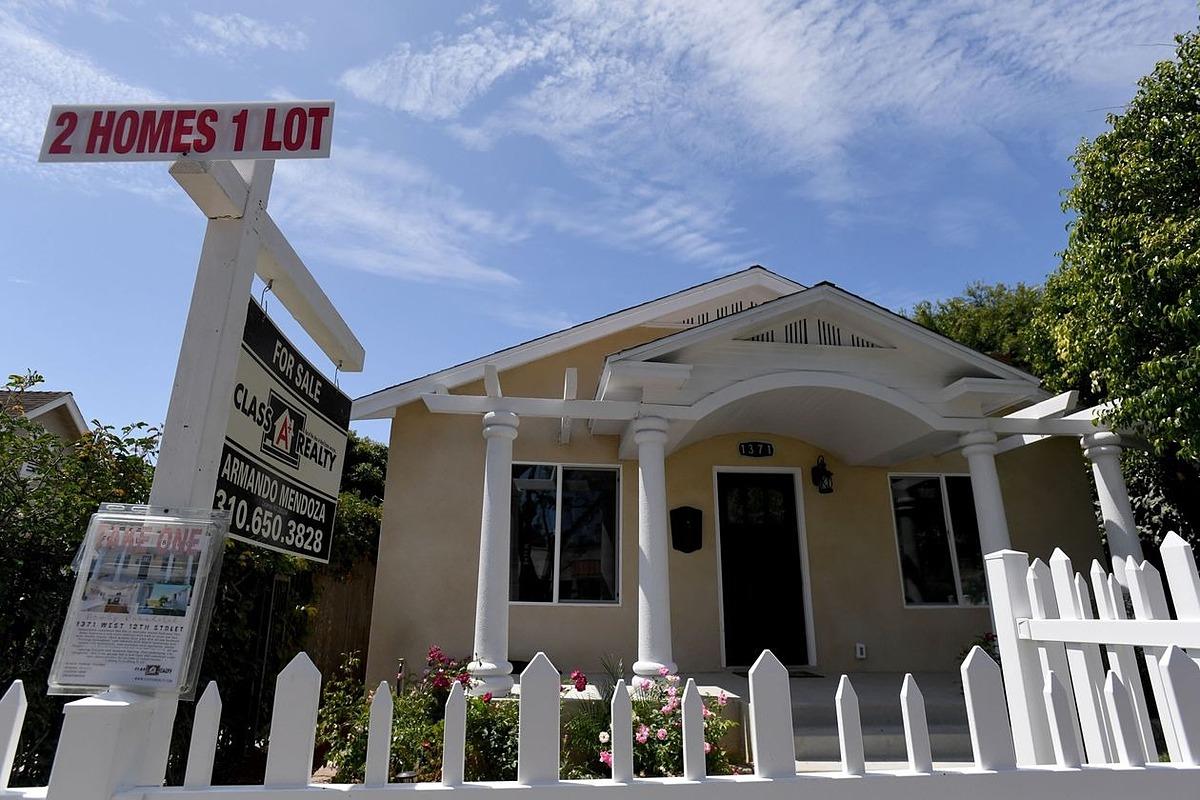 Một căn nhà đang được rao bán ở Mỹ. Ảnh: Zuma Press.