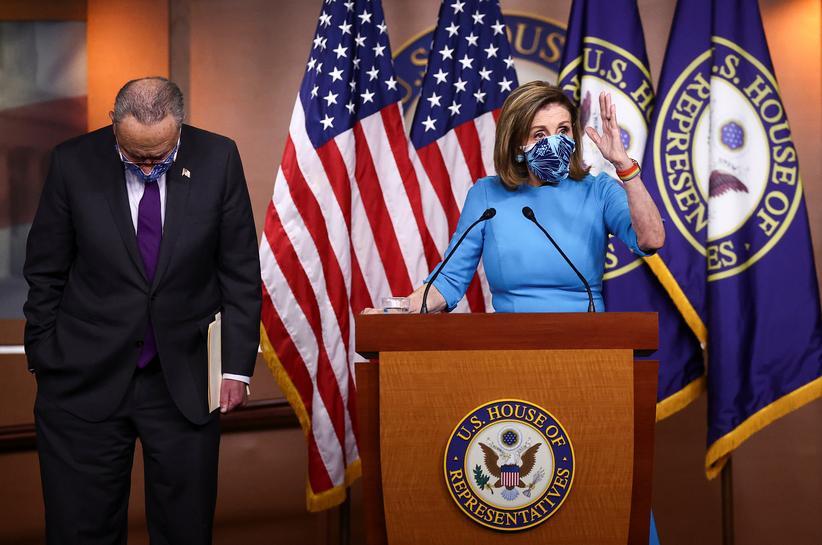 Chủ tịch Hạ viện Mỹ Nancy Pelosi và Lãnh đạo phe Dân chủ tại Thượng viện Chuck Schumer. Ảnh: Reuters