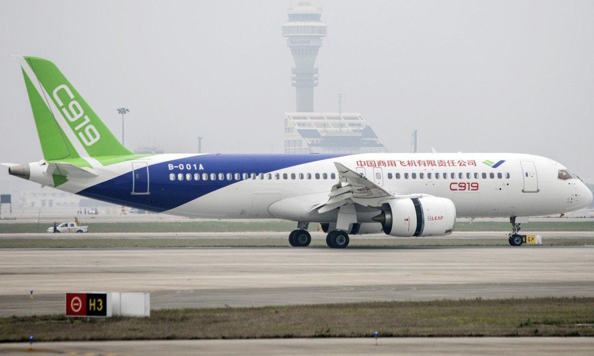 C919 tại sân bay quốc tế Phố Đông, Thượng Hải hồi năm 2017. Ảnh: Bloomberg