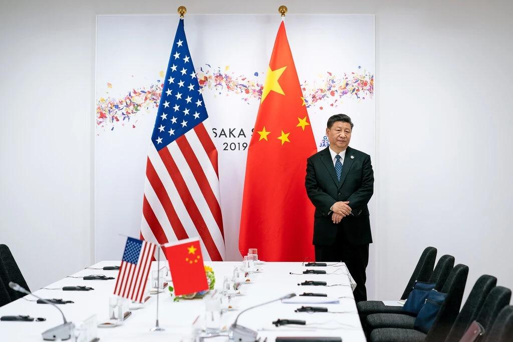 Chủ tịch Trung Quốc Tập Cận Bình chuẩn bị bước vào cuộc họp với Tổng thống Mỹ Donald Trump nhân hội nghị thượng đỉnh của G20 tại Nhật Bản năm 2020. Ảnh: NYT.