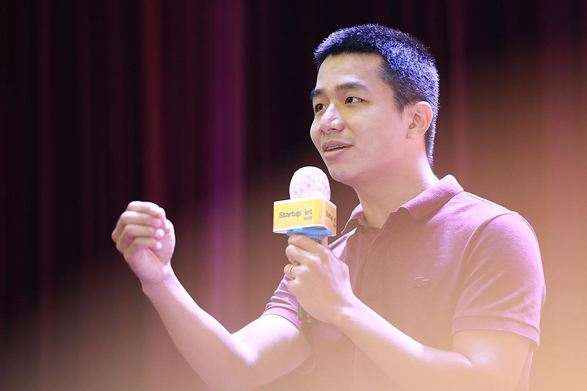 Dù làm thuê cũng nên xem công ty đó là của mình và nỗ lực làm việc, ông Phan Xuân Cảnh – CEO Viec.co nói.  Ảnh: Hữu Khoa.