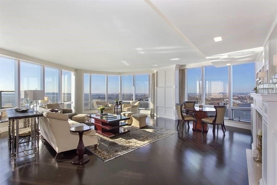 Để sở hữu căn penthouse Ritz Carlton với tầm nhìn bao trọn sông Hudson (New York), chủ nhân phải chi trả 118,5 triệu USD. Ảnh: Hauteresidence.