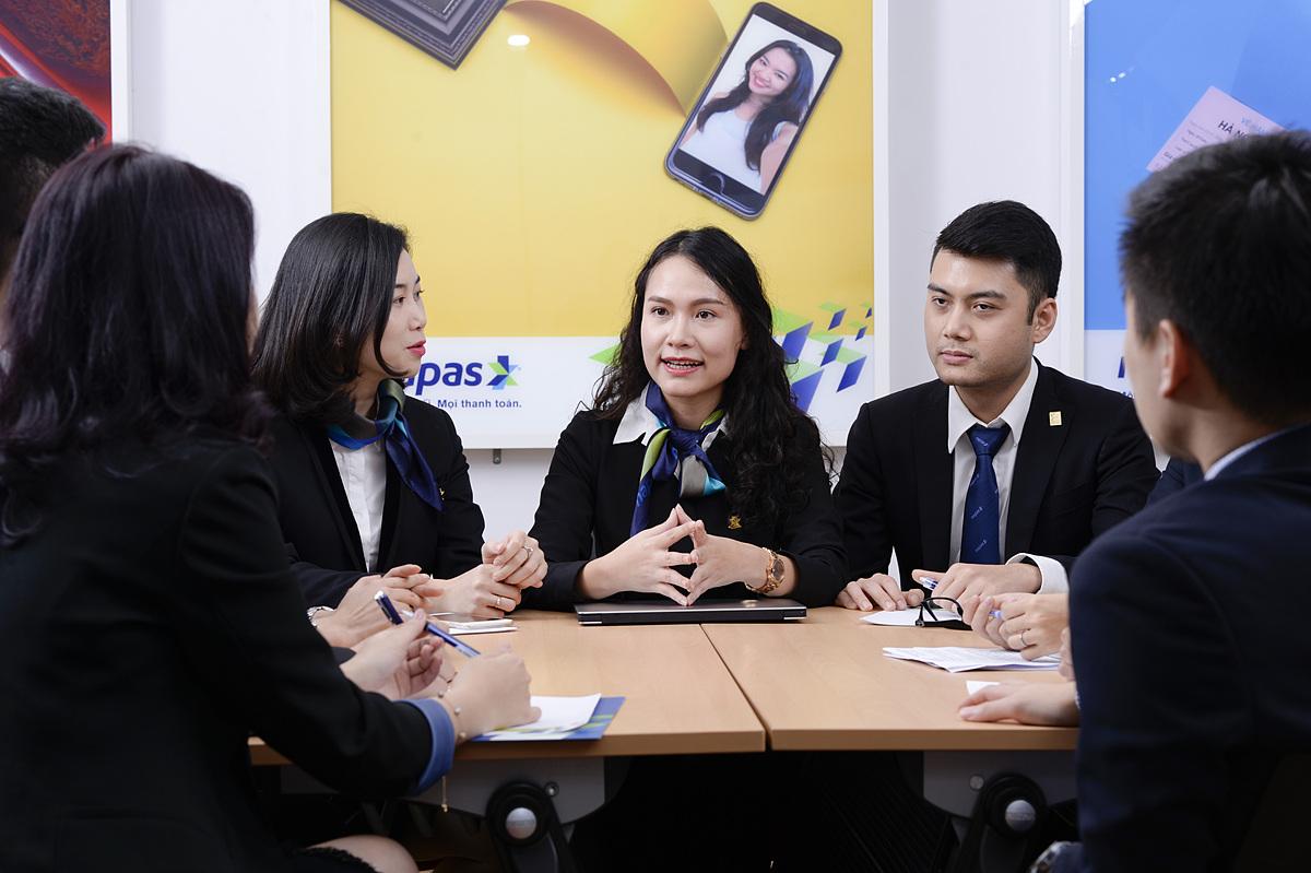 Mô tả công việc và yêu cầu tuyển dụng, ứng viên xem chi tiết tại đây, liên hệ (04)39361818 (số nội bộ 441), email tuyendung@napas.com.vn để nộp hồ sơ ứng tuyển. Ảnh: Napas.