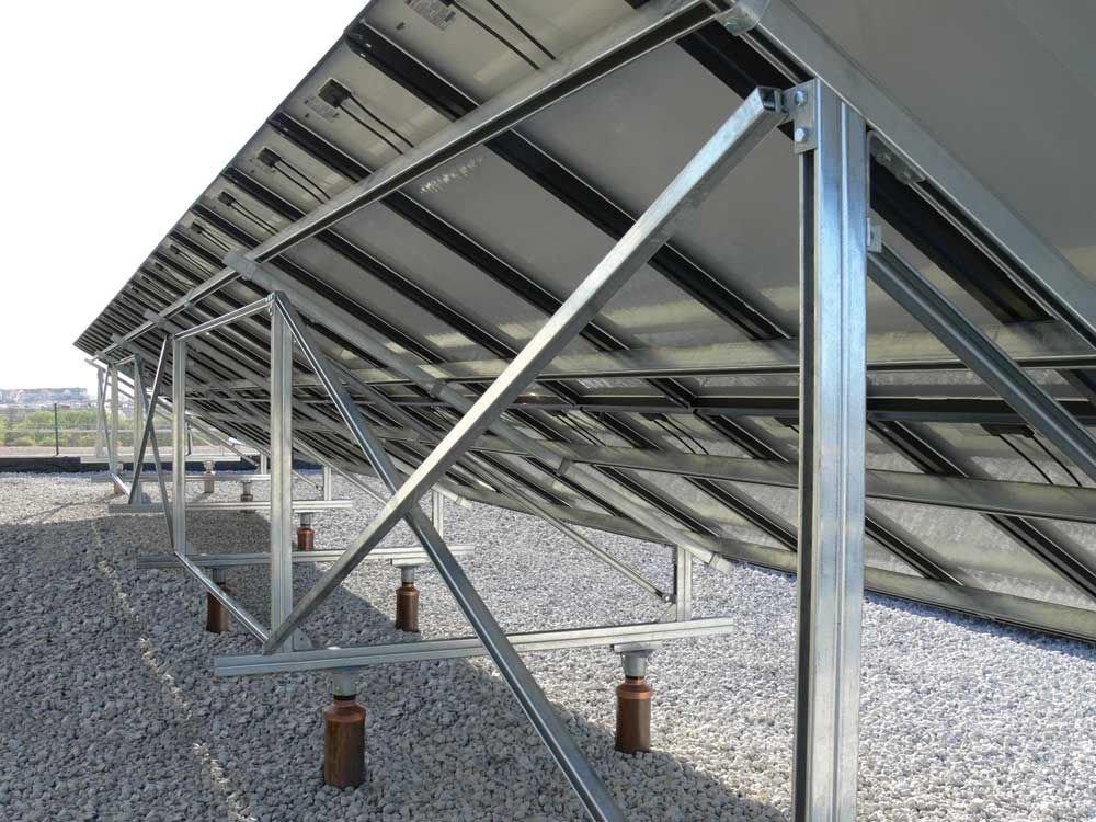 rộng rãi trong các công trình nhà máy điện năng lượng mặt trời hay điện mặt trời áp mái để làm khung giá đỡ tấm pin.