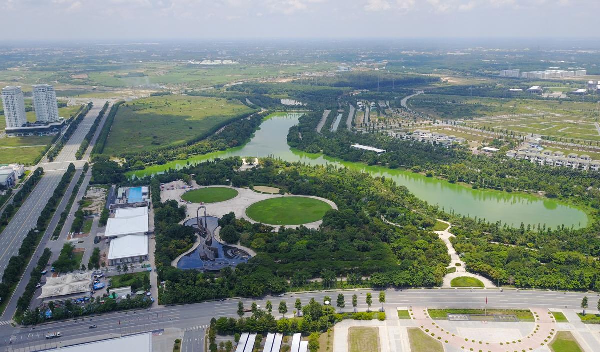 khu công viên trung tâm với hồ sinh thái có tổng diện tích 75 ha.