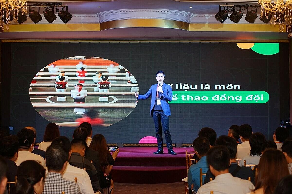Ông Phùng Tuấn Đức, Tổng giám đốc Gojek Việt Nam cho rằng data dẫn dắt các chiến lược kinh doanh tại Gojek. Ảnh: Startup Việt 2020.