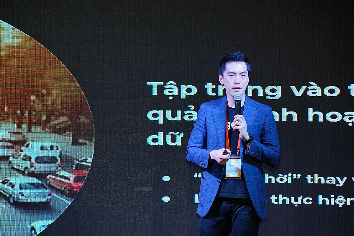 Tổng giám đốc Gojek chia sẻ cách biến dầu mỏ mới thành năng lượng. Ảnh: Startup Việt 2020.