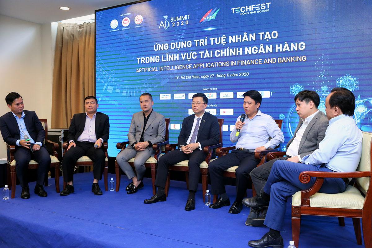 Các chuyên gia tọa đàm tại hội thảo Ứng dụng Trí tuệ nhân tạo trong lĩnh vực tài chính ngân hàng chiều 27/11. Ảnh: Thành Nguyễn.