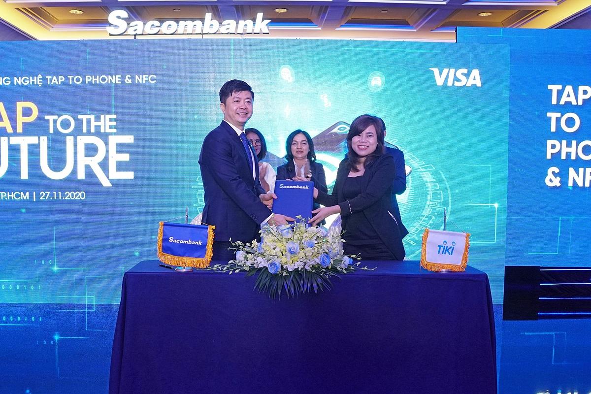 Đại diện Sacombank và Visa ký kết hợp tác. Ảnh: Sacombank.