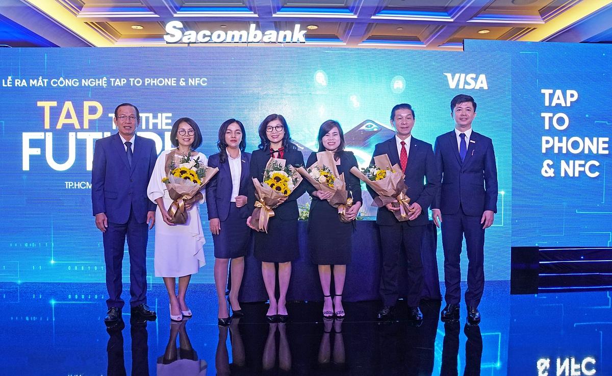 Đại diện Sacombank cùng các đối tác triển khai áp dụng Tap to Phone và NFC. Ảnh: Sacombank.