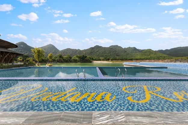 Bể bơi trong dự án Vedana Resort.