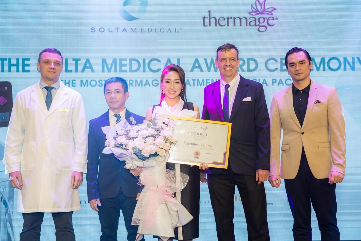CEO Lý Thùy Chang nhận giải Top 1 Thermage châu Á Thái Bình Dương, cùng đi có người mẫu Đức Hải – giám đốc chi nhánh của Lavender By Chang.