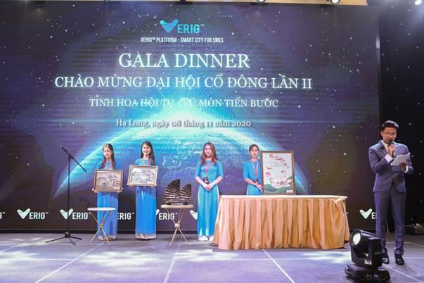 Chương trình đấu giá ủng hộ từ thiện 4 kỷ vật thu được gần 400 triệu đồng ủng hộ đồng bào Miền Trung