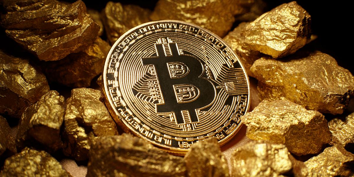 Giá Bitcoin và vàng gần đây liên tục biến động mạnh. Ảnh: CoinCentral