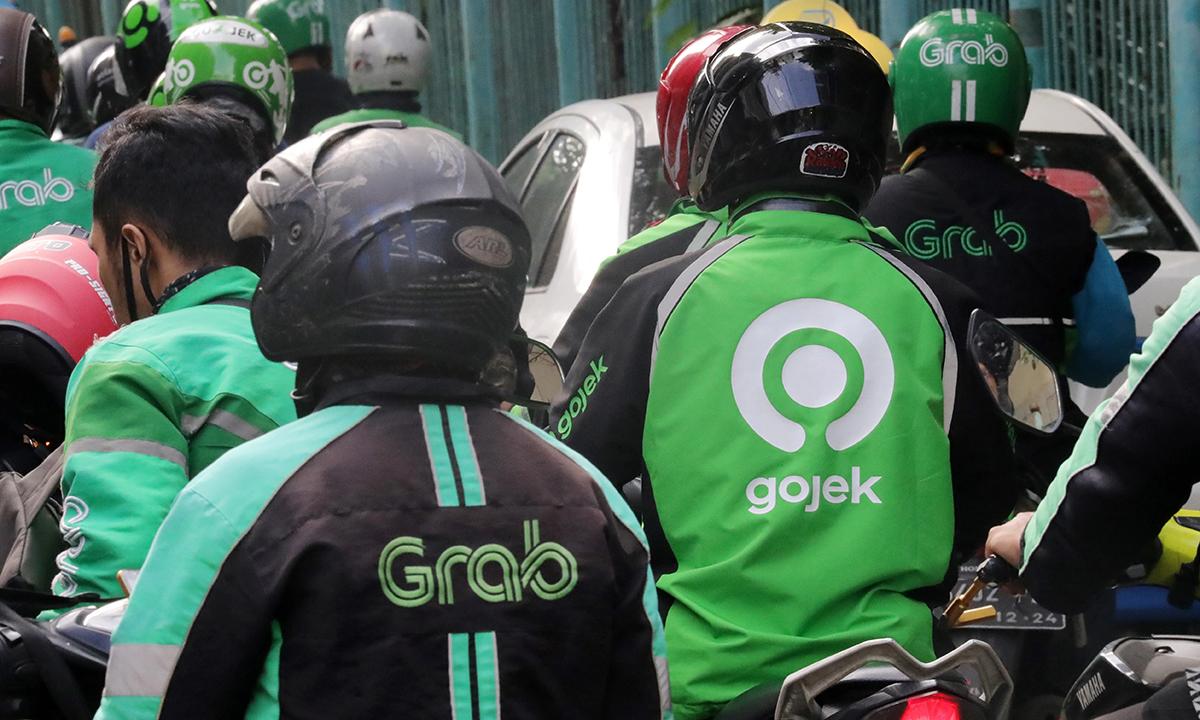 Tài xế Grab và Gojek tại Indonesia. Ảnh: Nikkei