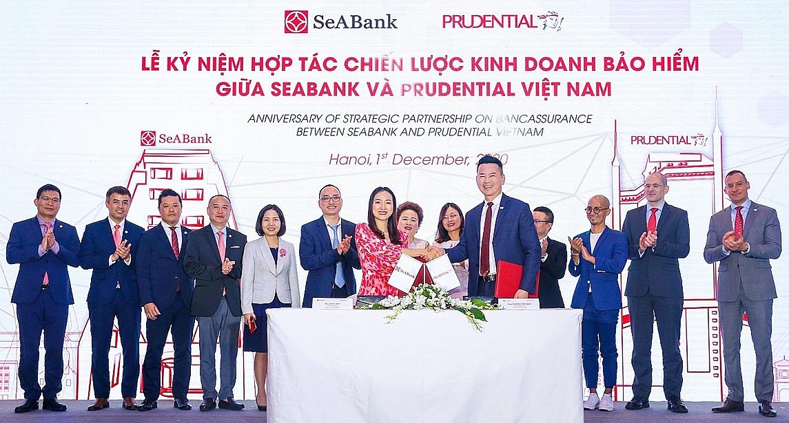 Đại diện Prudential Việt Nam và SeABank ký kết thỏa thuận phân phối sản phẩm bảo hiểm trên nền tảng kỹ thuật số