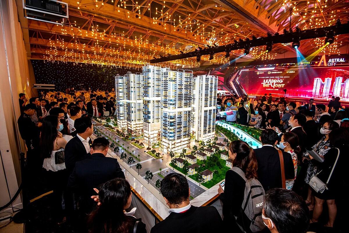 Gần 1.500 khách hàng có nhu cầu sở hữu căn hộ Astral City khi chỉ có 700 sản phẩm được giới thiệu ra thị trường trong đợt đầu tiên.