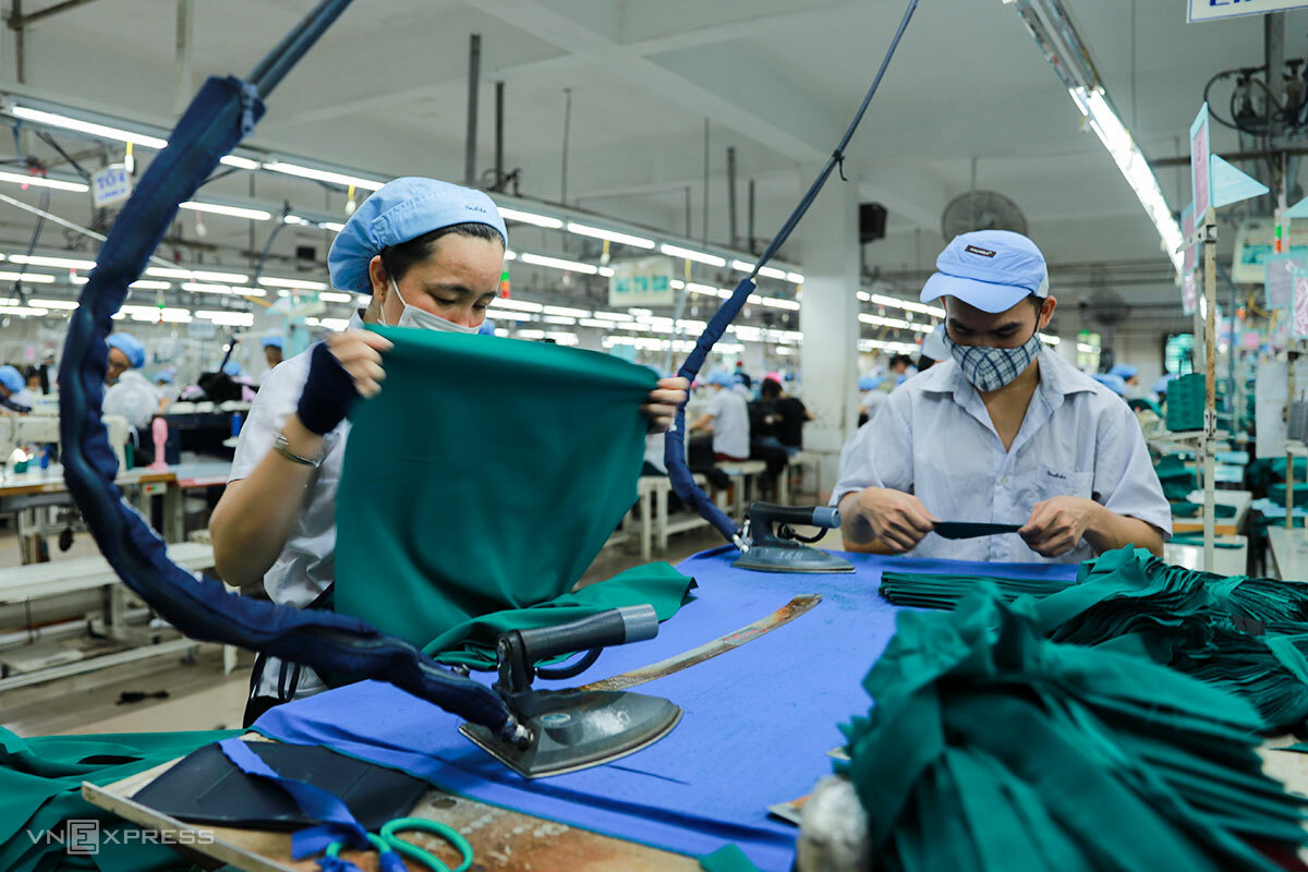 Các công ty ở Đà Nẵng duy trì hoạt động sản xuất trong dịch Covid-19. Ảnh: Nguyễn Đông.