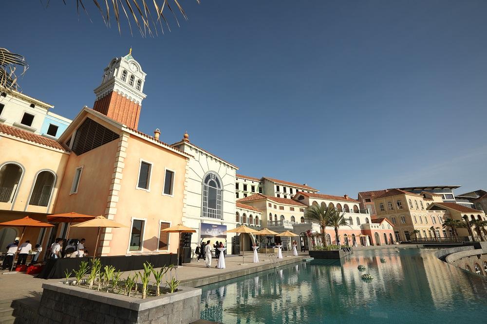 Central Village được ví như trái tim của thị trấn Địa Trung Hải. Ảnh: Tập đoàn Sun Group.
