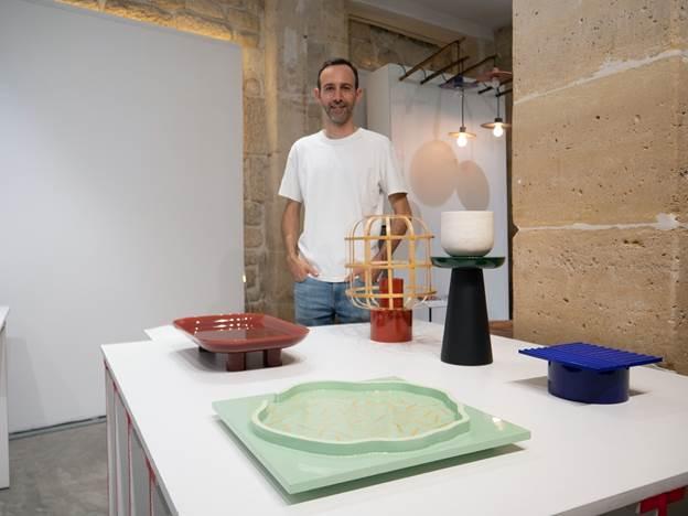 Guillaume Delvigne và các sản phẩm của mình.