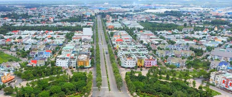 Thị xã Bến Cát nhìn từ trên cao với các khu đô thị sầm uất đan xen khu công nghiệp lớn.