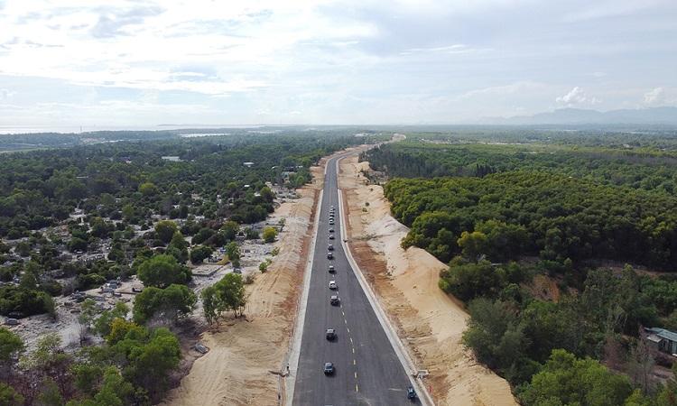 Vùng Đông Quảng Nam bắt đầu thay đổi diện mạo với tuyến đường Võ Chí Công. Ảnh: Đắc Thành.