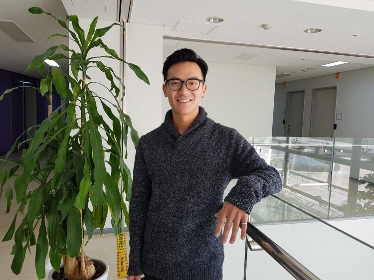 Tiến sĩ Hiroki Kotabe, người Mỹ gốc Nhật đã giúp cho nhóm nghiên cứu msSlim hoàn thiện quy trình nấu cơm gạo lứt cắt giảm calo và làm mềm cơm lứt với bí quyết truyền thống từ Nhật Bản.