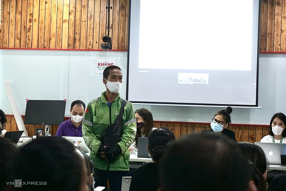 Tài xế Huỳnh Đức Hải trong buổi đối thoại chiều 10/12 tại TP HCM. Ảnh: Dỹ Tùng.