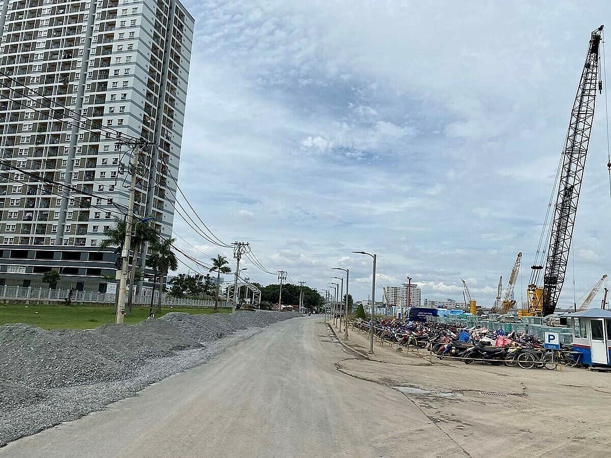 Đường Đào Trí đoạn gần nút giao với đường Nguyễn Văn Quỳ đang được Sunshine Group triển khai.