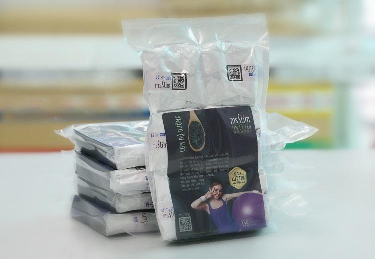 Cơm gạo tím msSlim nấu sẵn và cấp đông cắt giảm calo, có tác dụng giúp giảm cân và tốt cho người tiểu đường.
