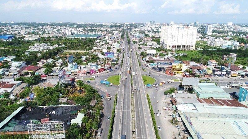 UBND tỉnh Bình Dương đầu tư mở rộng lộ giới quốc lộ 13 lên 64m. Ảnh: Báo Bình Dương.