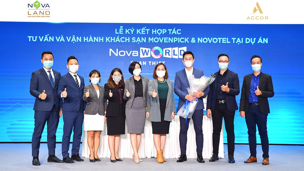 Lễ ký kết hợp đồng tư vấn, quản lý và vận hành khách sạn Mövenpick và Novotel - các thương hiệu khách sạn của tập đoàn Accor tại dự án NovaWorld Phan Thiet (Phan Thiết, Bình Thuận) diễn ra hôm 10/12 tại trung tâm triển lãm Novaland (quận 3, TP HCM). Ảnh: Novaland.