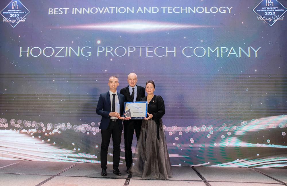 Ông Lê Huỳnh Nhựt Hải, CEO Hoozing, đại diện Hoozing nhận giải Best Innovation And Technology SouthEast Asia 2020