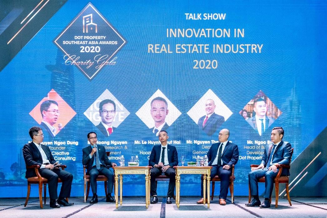 Ông Nguyễn Hoàng - Giám đốc Nghiên cứu và Phát triển DKRA Vietnam (thứ hai từ trái sang) tham gia tọa đàm Innovation in Real Estate Industry 2020 tại buổi lễ trao giải. Ảnh: DKRA Vietnam.