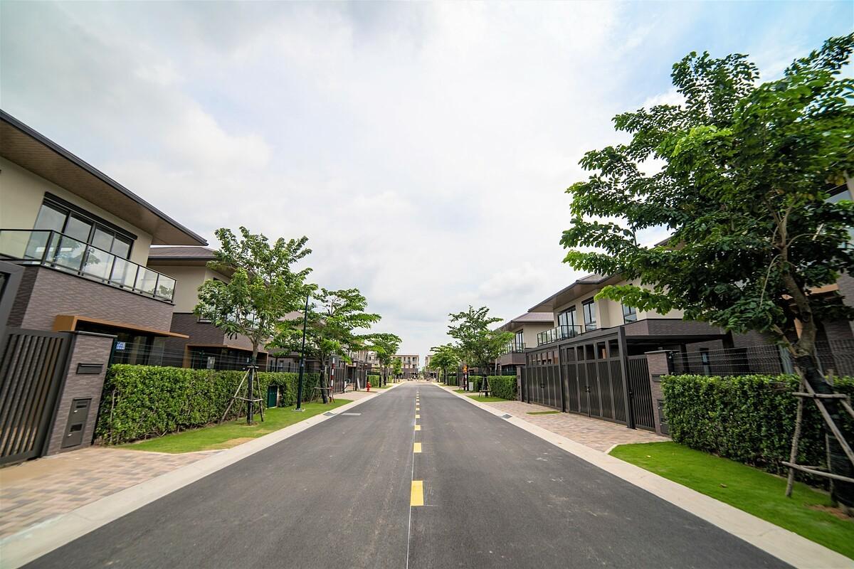 Biệt thự đô thị vệ tinh quanh TP HCM hút nhà đầu tư nhờ giá trị tích lũy tài sản, cùng tình trạng khan hiếm nguồn cung trên thị trường. Ảnh chụp khu đô thị Waterpoint (Long An): Nam Long.
