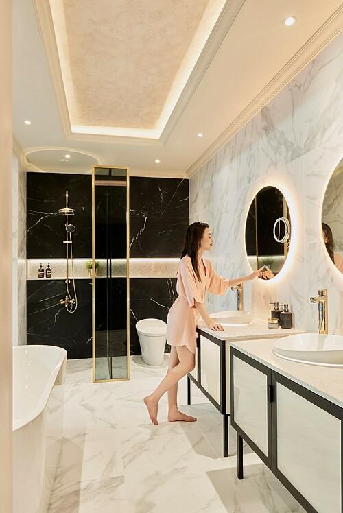 Phòng tắm thanh lịch và hiện đại tại căn hộ The Grand Manhattan với bộ thiết bị vệ sinh thương hiệu Kohler. Ảnh: Novaland.