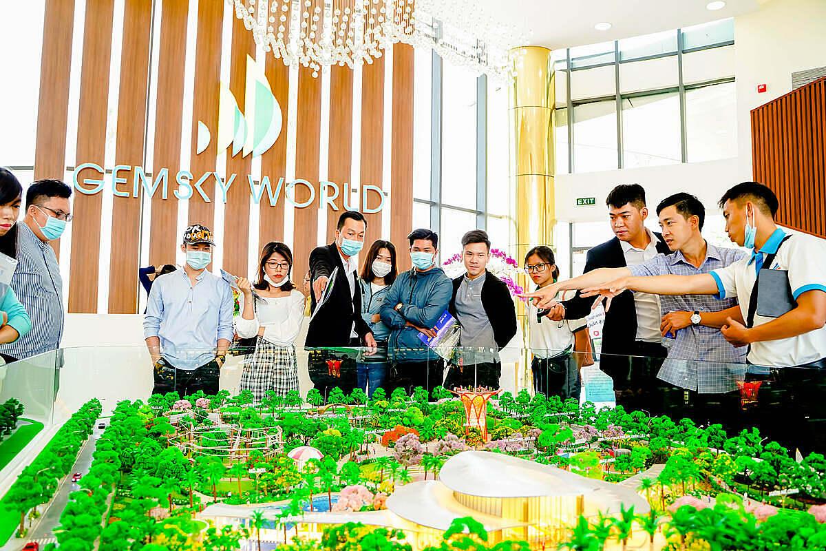 Nhà điều hành Gem Sky World là hạng mục đầu tiên được đưa vào hoạt động, phục vụ nhu cầu tham quan, tìm hiểu dự án của khách hàng. Ảnh: Đất Xanh.