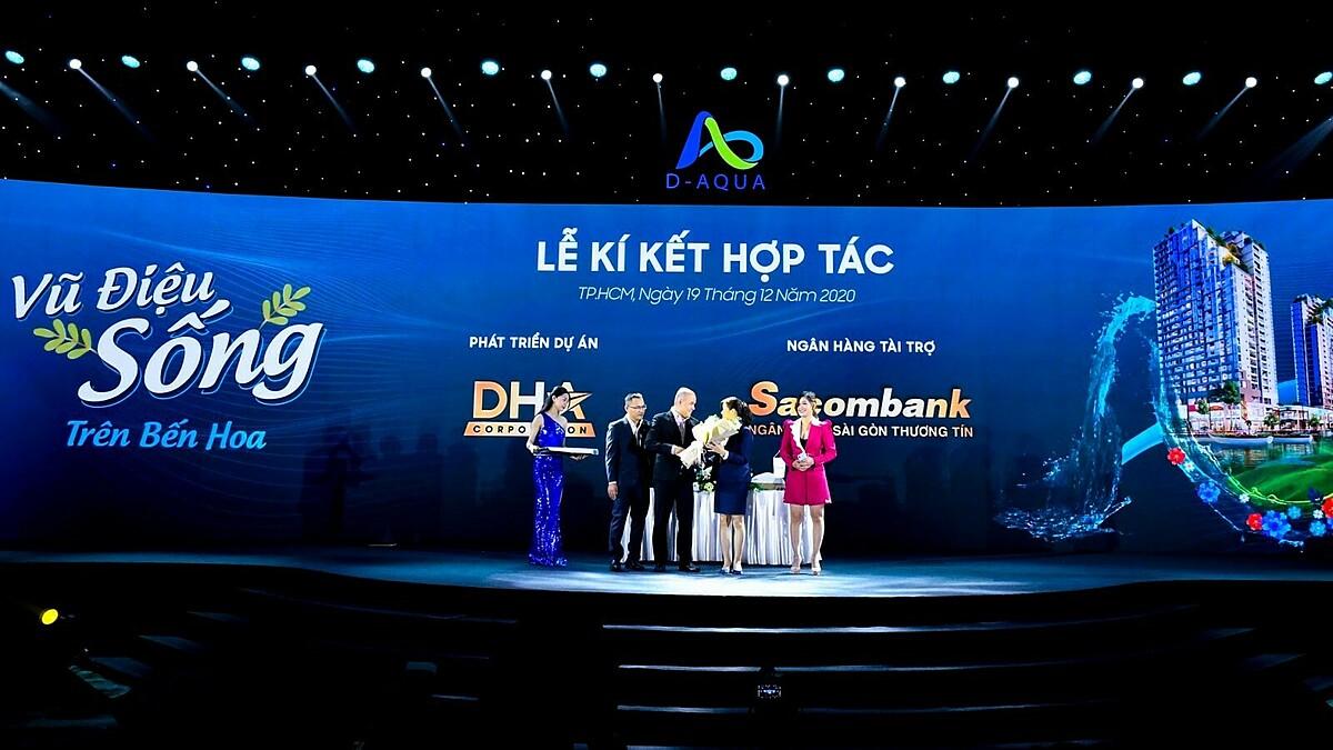 Đại diện DHA Corporation ký kết hợp tác với Sacombank tại sự kiện ra mắt dự án. Ảnh: DHA Corporation.